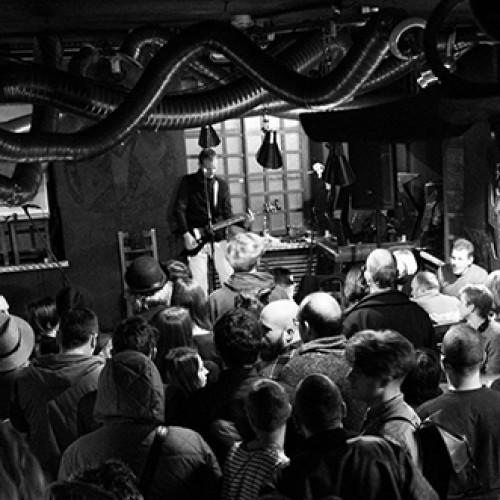 Kas su indie rock'u atsitiko devyniasdešimtaisiais?